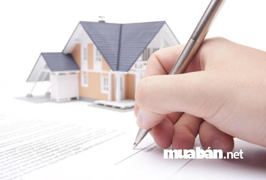 Đọc kỹ nội dung hợp đồng trước khi đặt bút kí để đảm bảo quyền lợi cho chính bạn.