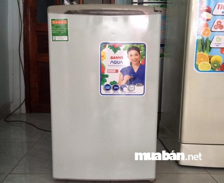 """Nên kiểm tra máy móc tủ lạnh cũ trước khi mua về để tránh """"tiền mất tật mang""""."""
