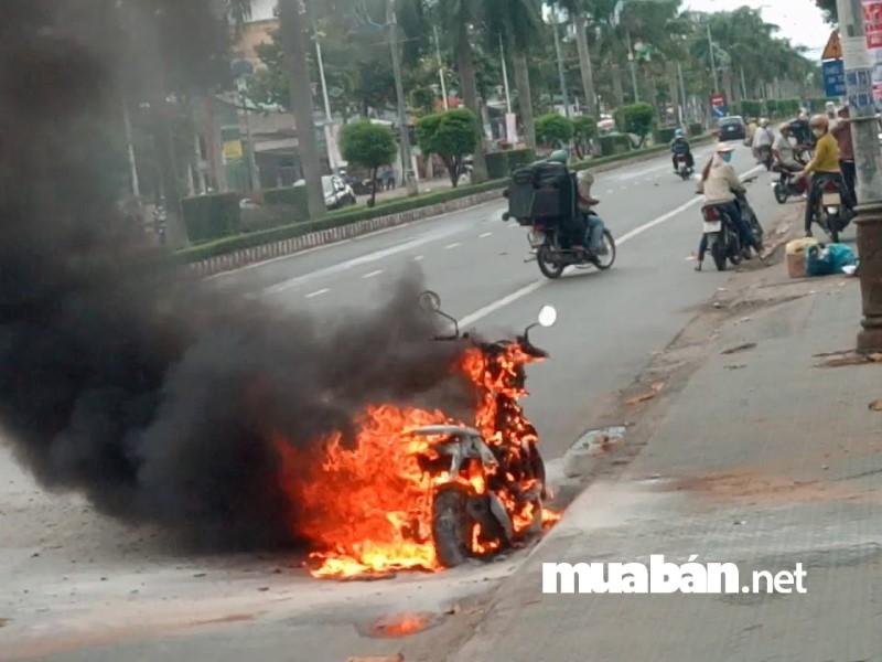 Có nhiêu nguyên nhân gây ra tình trạng xe máy tự bốc cháy.