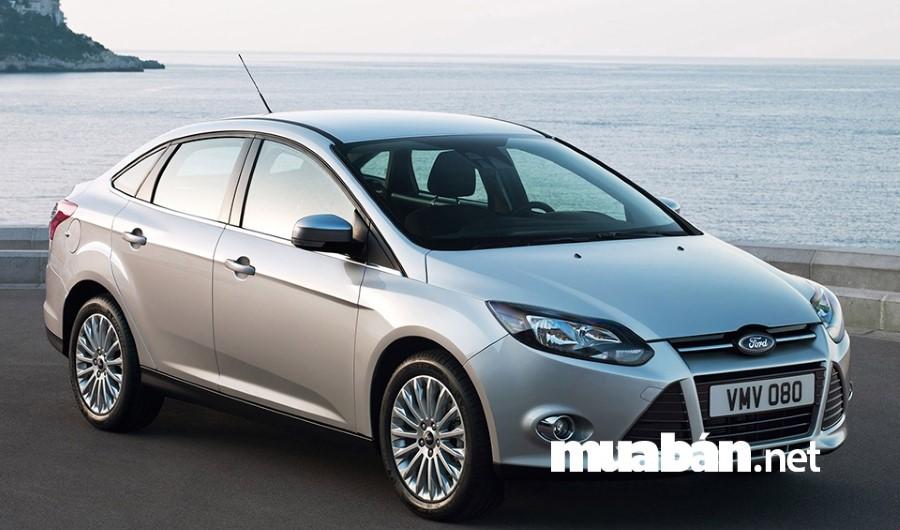 Giá xe ô tô cũ Ford Focus 1.8 số sàn khoảng từ 250 đến 315 triệu đồng.