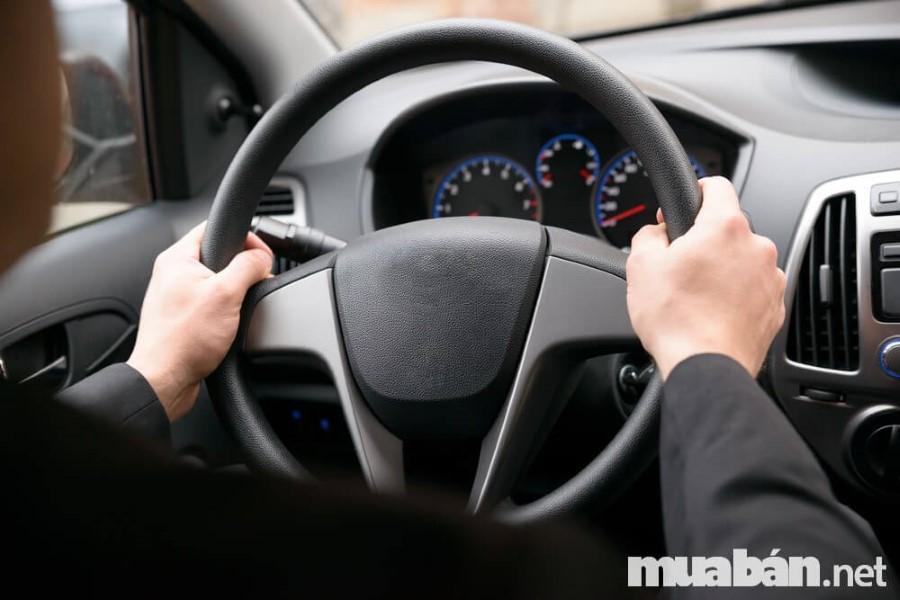 Nên lái thử để kiểm tra chính xác động cơ xe chạy mượt hay không