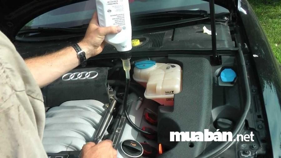 Kiểm tra và bổ sung nước làm mát cho xe thường xuyên sau mỗi 5.000km.