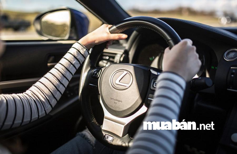 Nên kiểm tra hệ thống lái thường xuyên để đảm bảo an toàn.