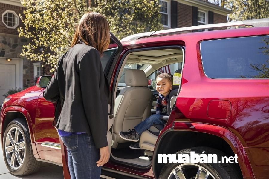 Hệ thống cảm biến hỗ trợ người lái giúp phát hiện trẻ nhỏ còn trong ô tô.
