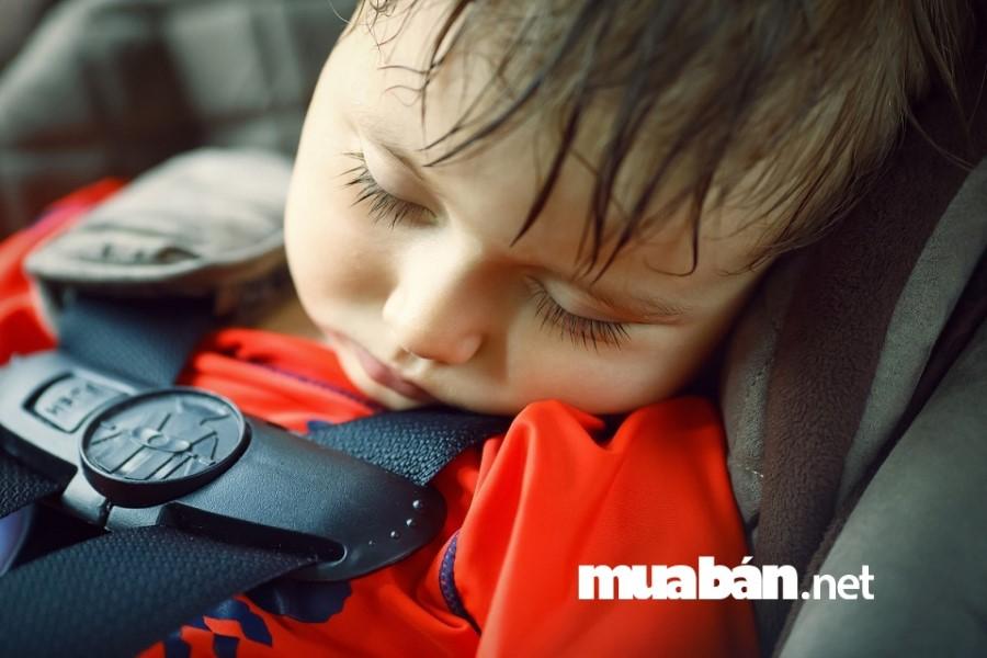Ngày càng nhiều vụ bỏ quên trẻ em trên ô tô, vấn nạn đáng báo động.