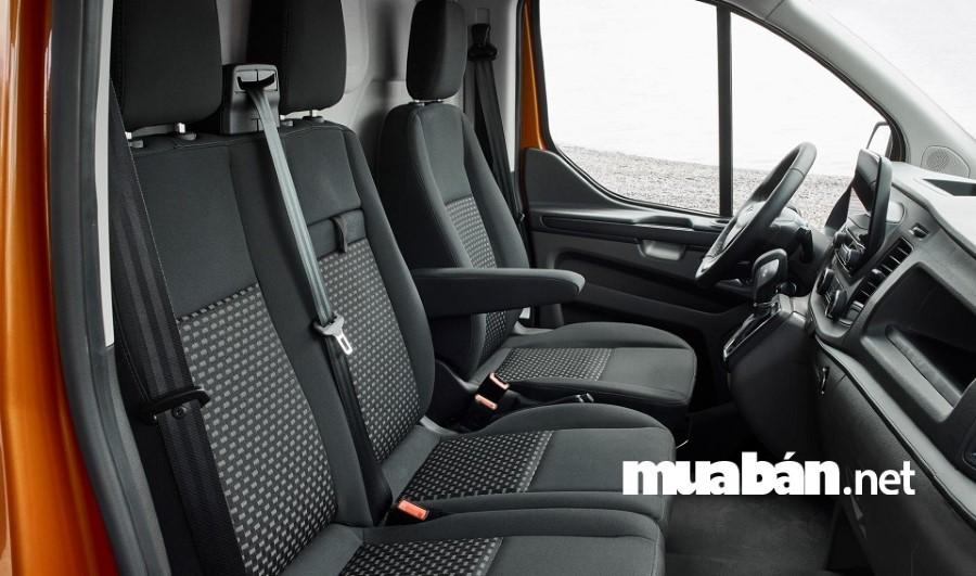 Nội thất sang chảnh, tiện nghi của dòng xe Ford Transit còn đáp ứng được nhu cầu của khách hàng.