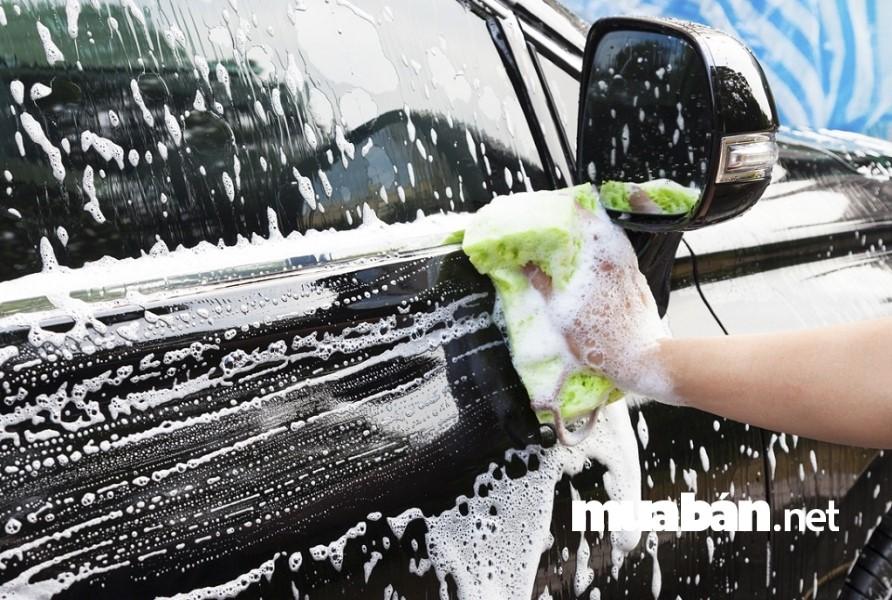 Vệ sinh xe thường xuyên giúp xe luôn sáng đẹp, thơm tho.