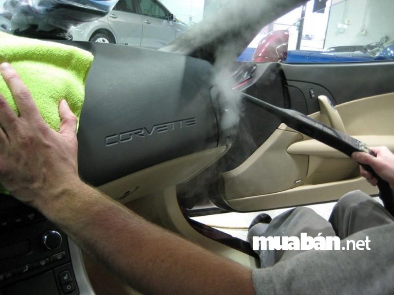 Xịt khửi mùi cả xe là cách đánh bay mùi hôi hiệu quả nhất.