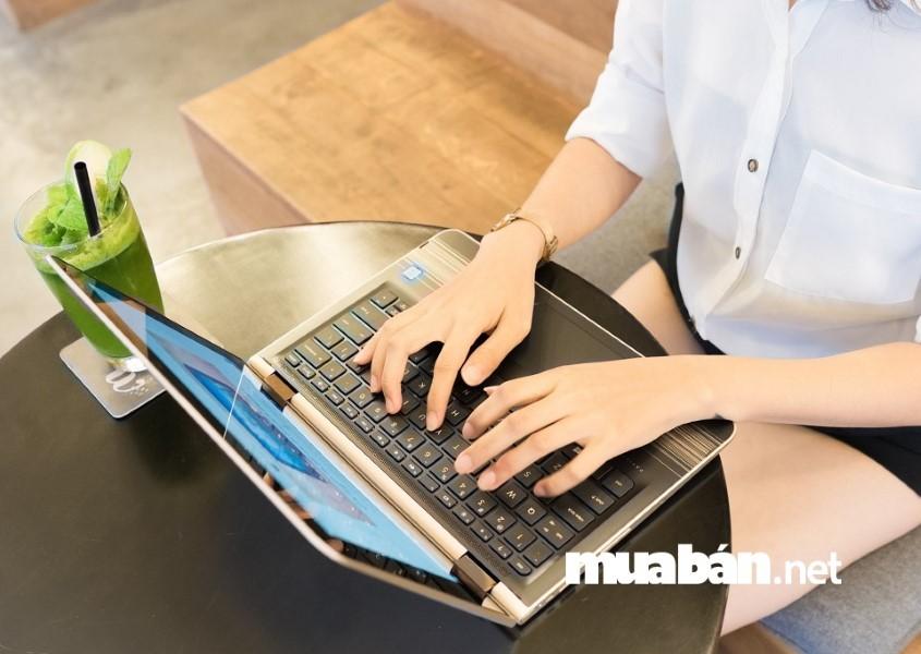 Nên mua những chiếc laptop cũ có bảo hành.