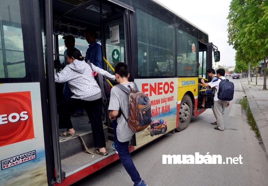 Không có phương tiện đi lại là rào cản khi sinh viên đi tìm việc làm thêm.