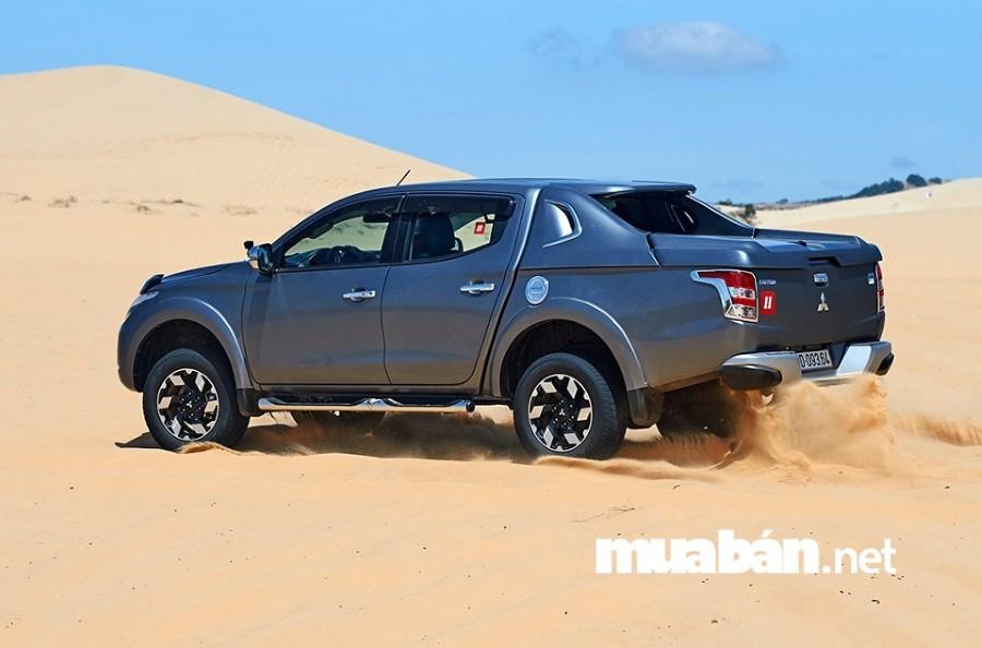Mitsubishi Triton sở hữu động cơ MIVEC danh tiếng mạnh mẽ và tiết kiệm nhiên liệu, khả năng chuyên chở tốt.