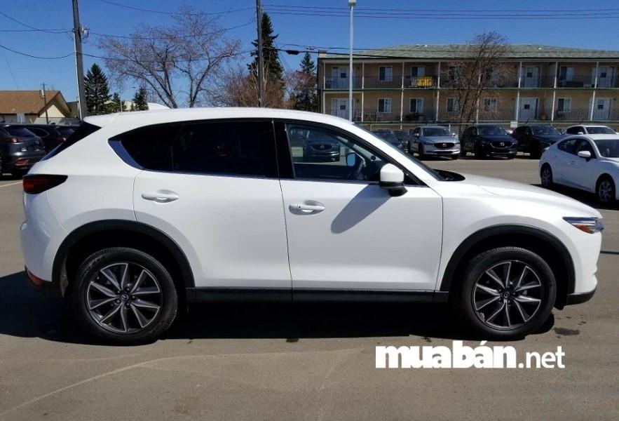 Mazda CX-5 sở hữu thiết kế KODO mới nhất, công nghệ động cơ SkyActiv và hệ thống gầm bệ trọng lượng nhẹ.
