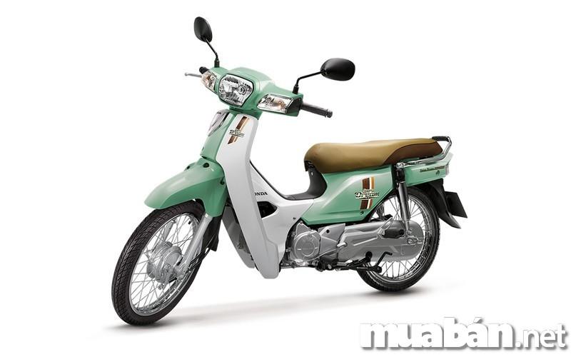 """Honda Dream xuất hiện tại thị trường Việt Nam từ những năm đầu của thập niên 90 như một biểu tượng của sự giàu có và quyền lực. Đến nay, xe Dream vẫn luôn giữ được sức hút vốn có của nó trong lòng những người yêu xe Honda. Một thắc mắc được đặt ra đó là """"Liệu xe Honda Dream đời mới có đáng mua như những đời cũ hay không?"""" Dưới đây là nhận định của chúng tôi về vấn đề này."""