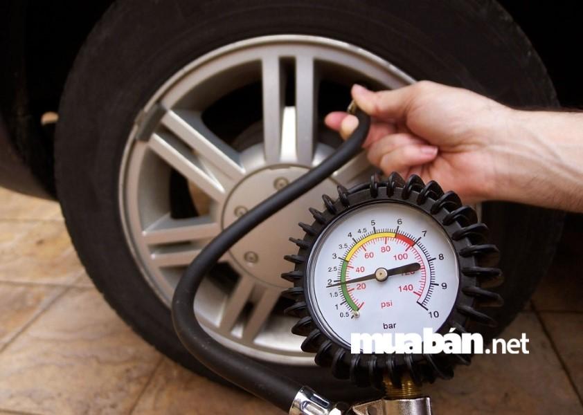 Hãy kiểm tra lốp thường xuyên, thay lốp đúng thời gian và bơm áp suất đúng như quy định của nhà sản xuất.