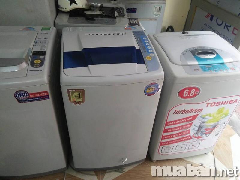Đây là công đoạn quan trọng nhất trong quá trình mua máy giặt cũ giúp bạn tránh được những sự cố hỏng hóc không đáng có. Những bộ phận bạn cần đặc biệt quan tâm kiểm tra đó là: ống xả nước, cửa máy giặt, lồng giặt, mâm giặt, bảng điều khiển,… Đồng thời cũng đừng quên kiểm tra xem van cấp nước có hoạt động bình thường không, lồng giặt có bị gỉ không và ngăn chứa bột giặt có bám bột không,…