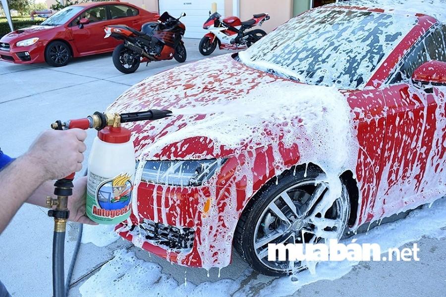 Nhờ áp dụng công nghệ tự động hoá khâu trong rửa xe, chuỗi rửa xe thông minh VietWash đã rút ngắn thời gian làm sạch chiếc xe của bạn.