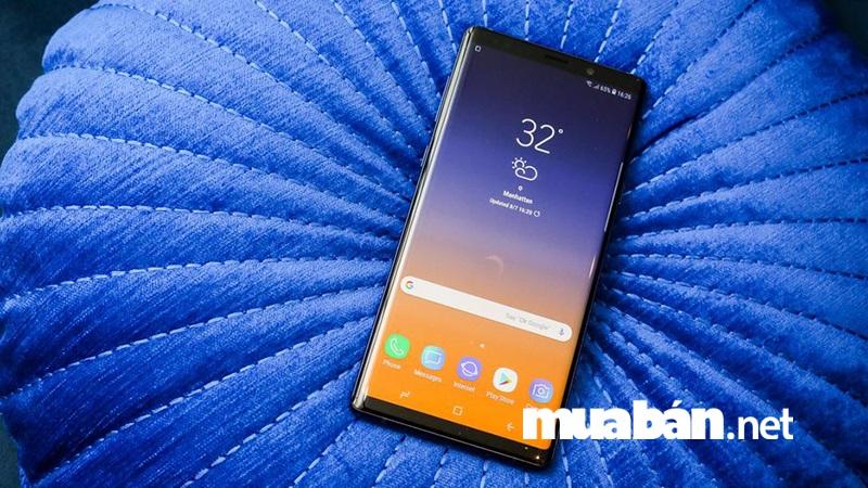 Samsung Galaxy Note 9 xuất hiện với màn hình vô cực và mặt sau bằng kính sang trọng.