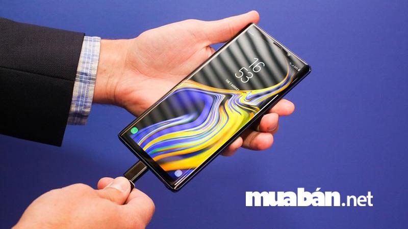 Galaxy Note 9 được tích hợp CPU mạnh hơn 33% và GPU vượt trội hơn 23% so với thế hệ đàn em.