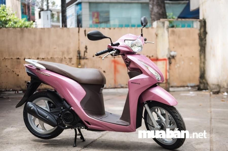 Honda Vison có kiểu dáng nhỏ gọn phù hợp di chuyển trên những đường phố đông đúc.