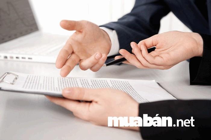 Kiểm tra kỹ càng các thông tin giấy tờ có liên quan trước khi ký hợp đồng