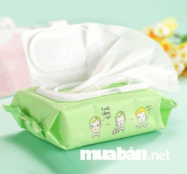 Mang theo khăn giấy ướt để sử dụng khi di chuyển hoặc khi đến nơi thiếu nguồn nước