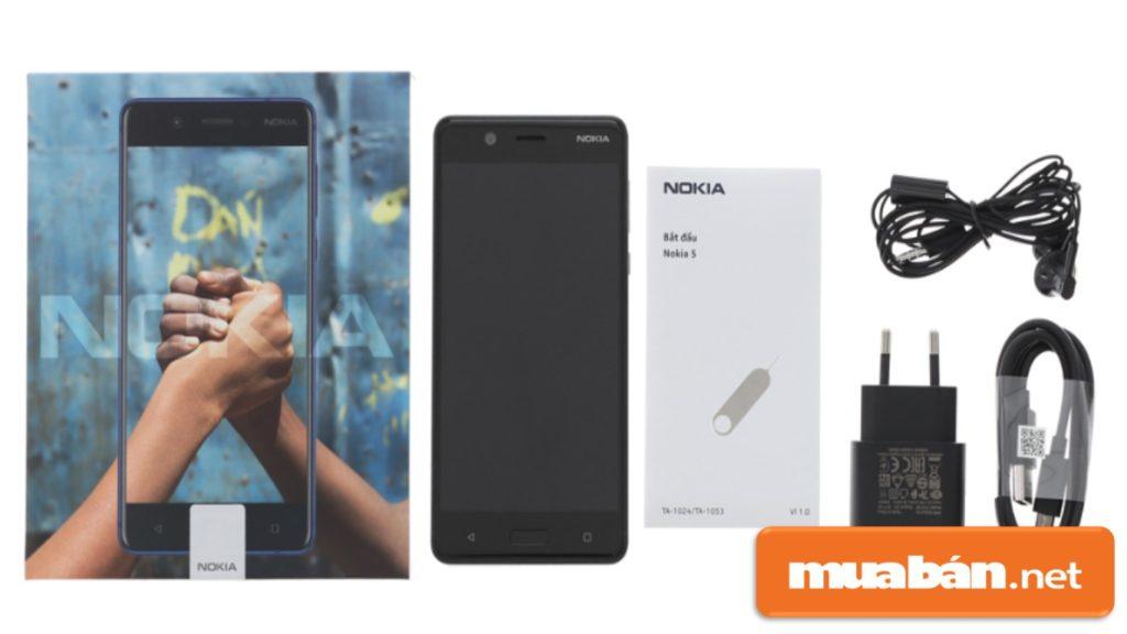 Các phụ kiện kèm theo của Nokia 5