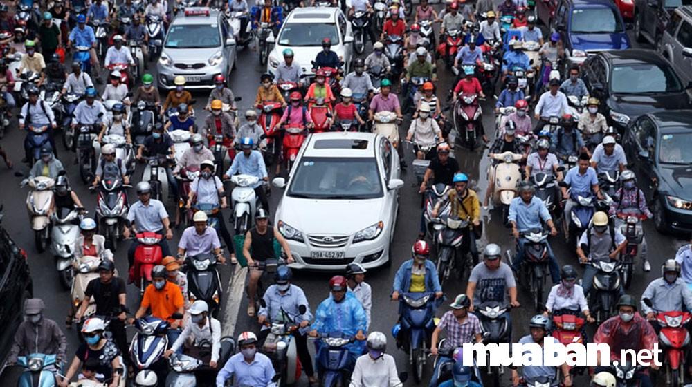 Xe máy là phương tiện di chuyển chính ở Việt Nam
