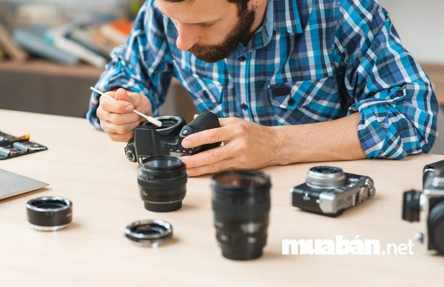 Nên thường xuyên cập nhật firmware và format thẻ nhớ trong chiếc máy ảnh của bạn.