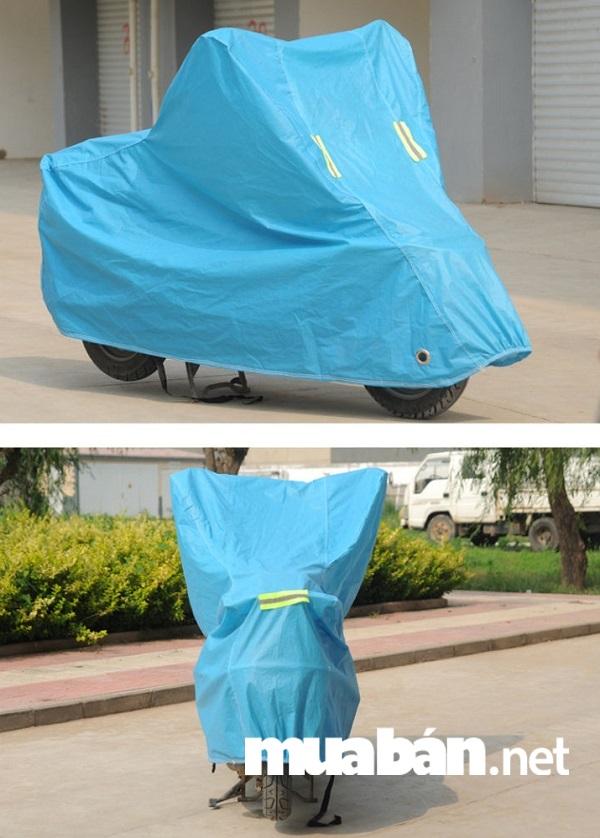 Loại bạt phủ xe máy này có chất liệu nhựa PVC, PE rất cao cấp không hấp thụ nhiệt và cách nhiệt rất tốt.