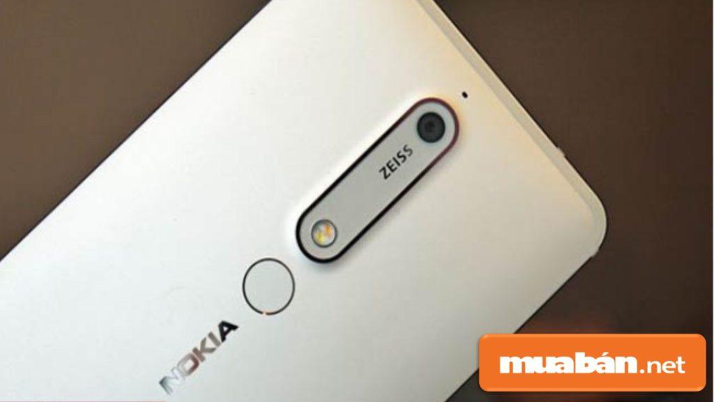 Được hỗ trợ ống kính zoom quang học Zeiss – độc quyền của Nokia