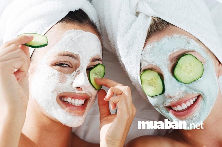 Dưỡng ẩm chính là cách cung cấp nước cho da, giúp da khỏe mạnh, căng bóng, có độ đàn hồi tốt và đẩy lùi quá trình lão hóa da.