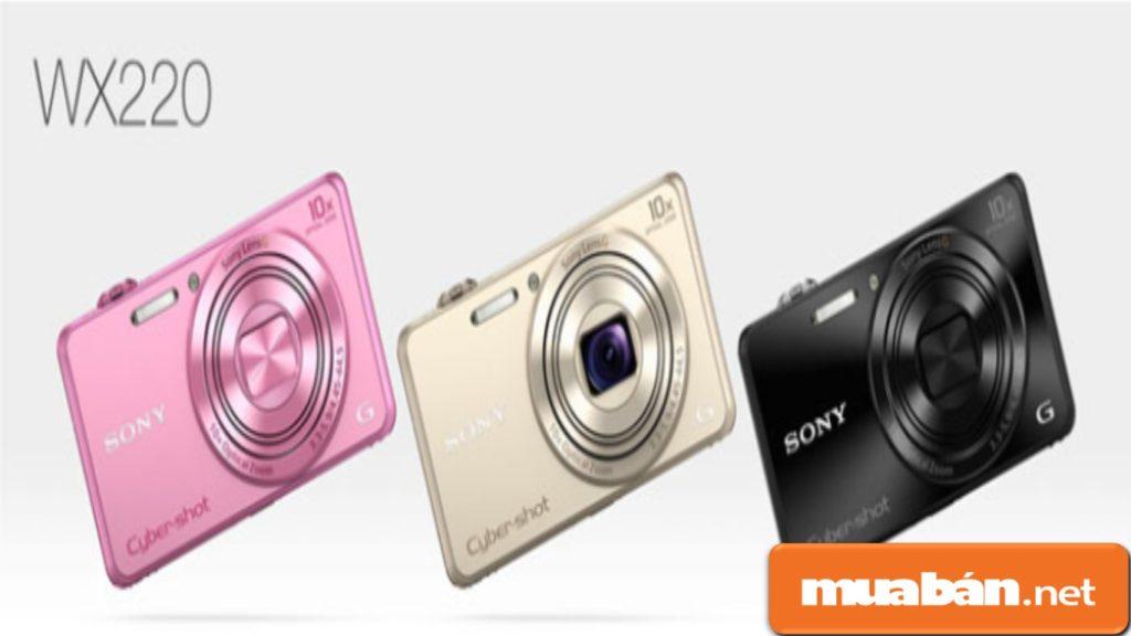 Máy ảnh Sony DSC WX220 được thiết kế khá nhỏ gọn.