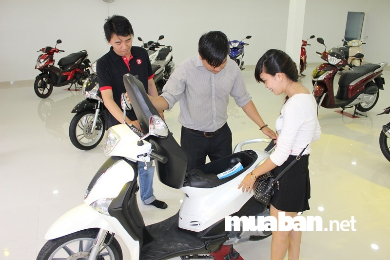 Cuối năm là mùa khuyến mãi lớn đối với hầu hết các mặt hàng trong đó bao gồm cả xe máy .