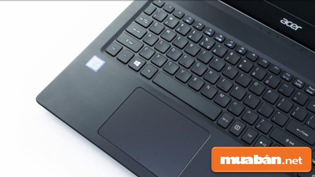 Thiết kế bàn phím và trackpad (bàn di chuột) rộng rãi giúp người dùng dễ thao tác.