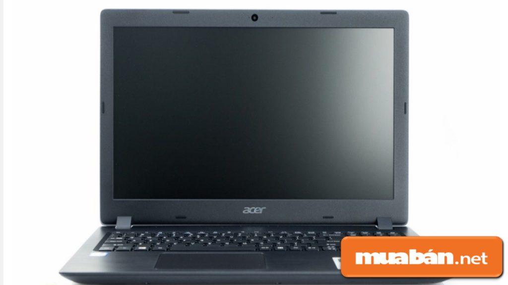 Màn hình kích thước 15,6 inch, màn hình LCD công nghệ Led Blacklight.
