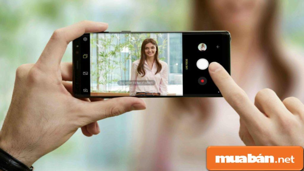 Camera kép của Note 9 giúp bạn lưu giữ hình ảnh sắc nét, sống động.