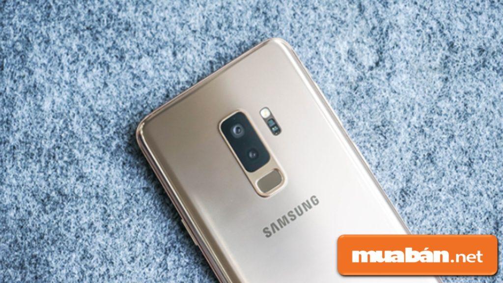 Cụm camera sau của Samsung Galaxy S9 Plus đều có 12MP.
