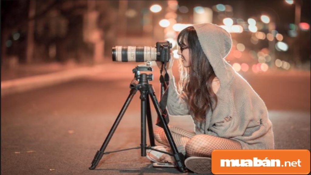 Chân máy ảnh dùng để đi du lịch phải dễ dàng tháo lắp và nhẹ