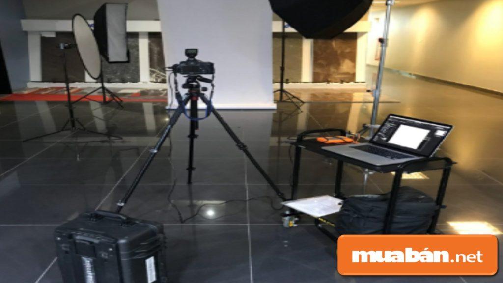 Chân máy ảnh chuyên chụp sản phẩm thường dùng trong các studio