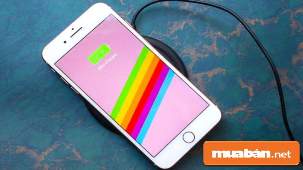 Dung lượng pin của Iphone 8 là 1821mAh thấp hơn khoảng 7% so với dung lượng pin 1960 mAh của IPhone 7.