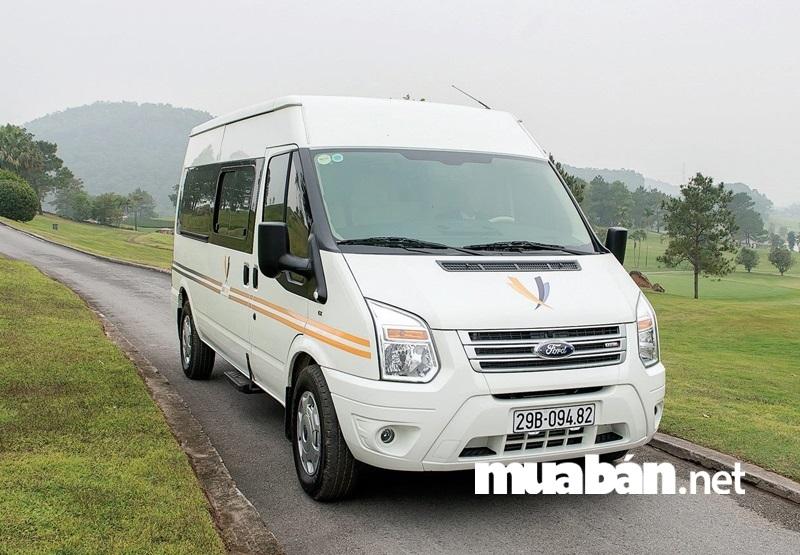 Ford Transit - mẫu mini bus có độ an toàn cao.