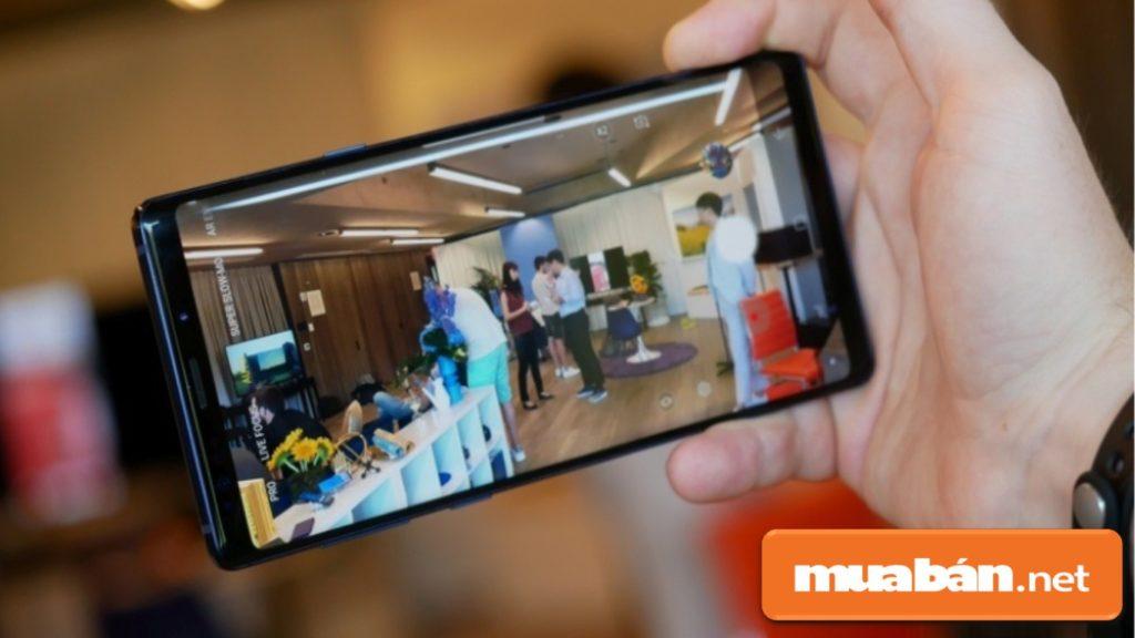 Samsung Galaxy Note 9 được hỗ trợ chụp ảnh tốt kể cả trong điều kiện thiếu ánh sáng.