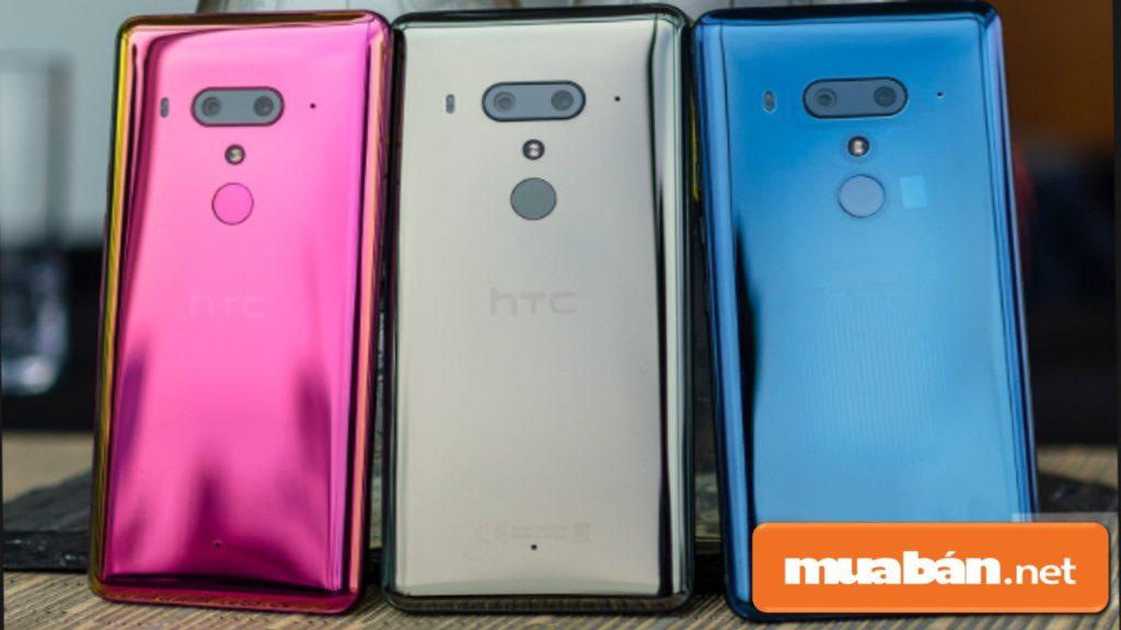 HTC U12 Plus sở hữu tới 4 camera gồm 2 camera trước và 2 camera sau.