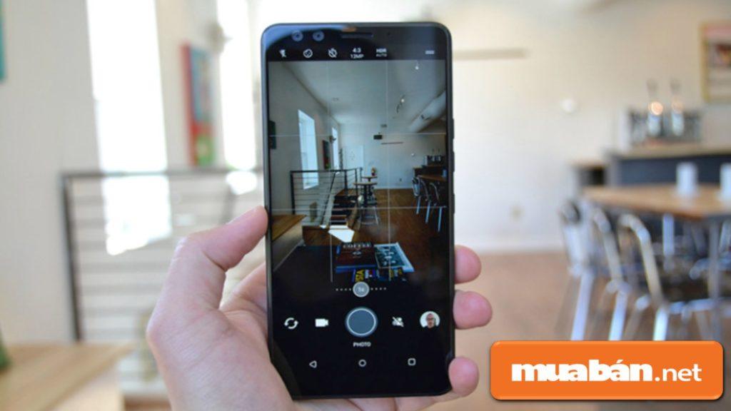 HTC U12 Plus được hỗ trợ chống rung quang học và chống rung điện tử, giúp bạn có được những tấm hình xuất sắc.