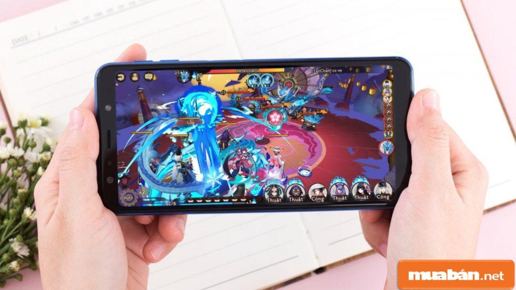 Galaxy A7 2018 có cấu hình máy mạnh mẽ, giúp người dùng thoải mái sử dụng các ứng dụng