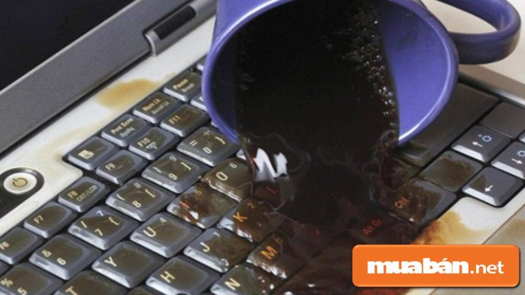 Không để các đồ uống như nước ngọt, café, nước đá… gần máy để tránh làm đổ.