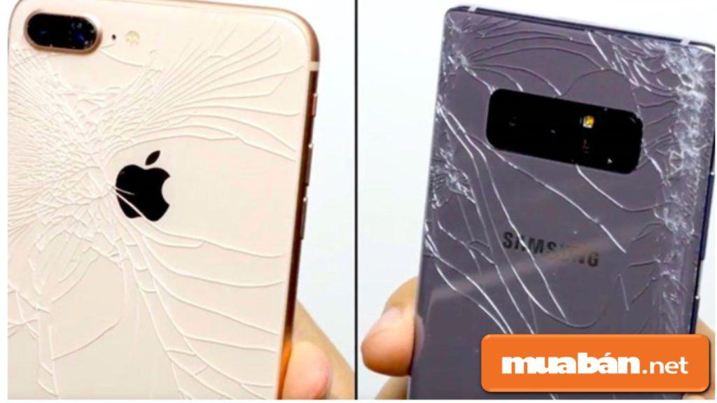 Thiết kế mặt lưng bằng kính khiến IPhone 8 trở nên mong manh dễ vỡ hơn.