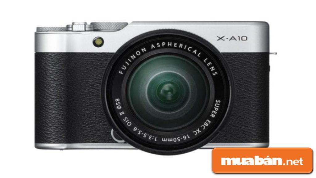 Máy ảnh du lịch Fujifilm X-A10 này có kiểu dáng khá hoài cổ, màu cá tính và trông rất bắt mắt.