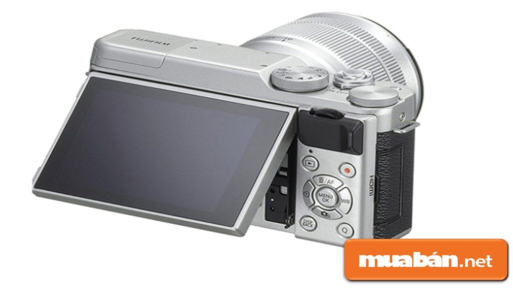 Màn hình LCD của máy có kích thước 3 inch với độ phân giải 16.3Mp.