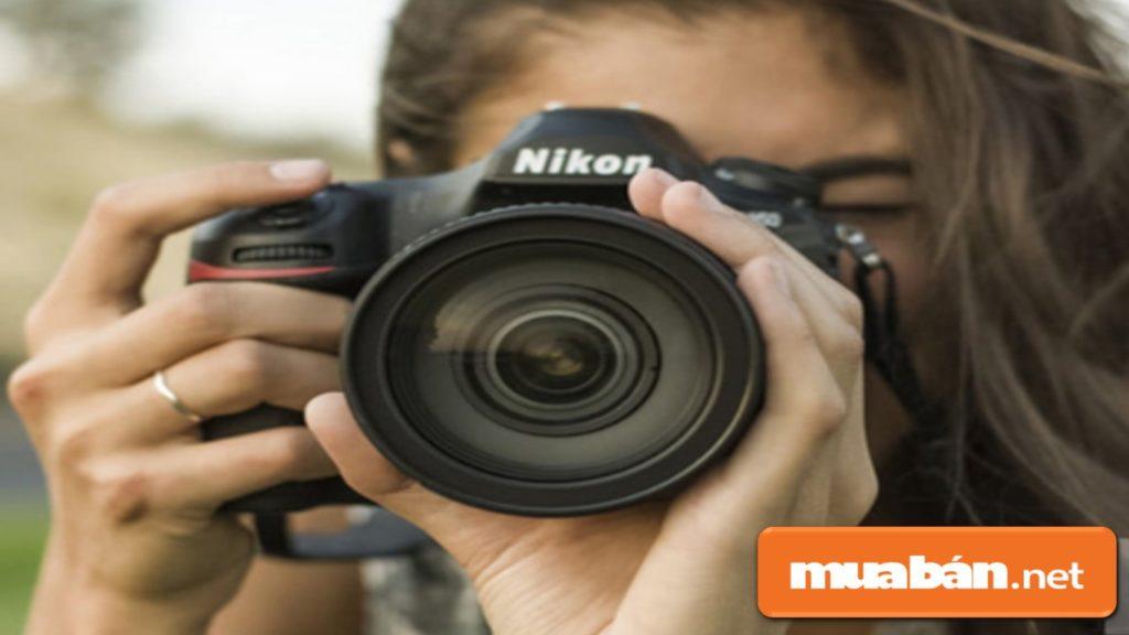 Kiểm tra khả năng lấy nét tự động của máy ảnh cũ.